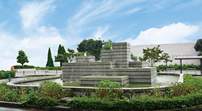 都市景観にうるおいを与える駅前噴水施設
